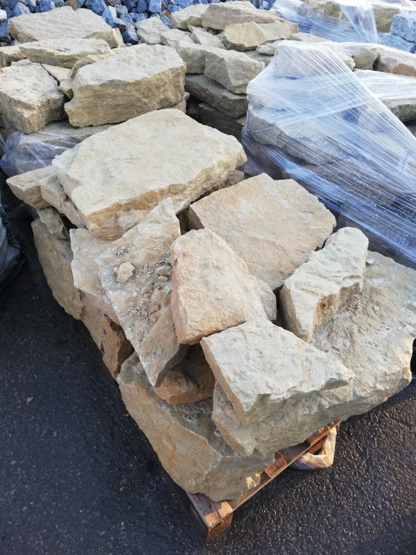 Skaldytas dolomito akmuo, įvairių dydžių www.ponasakmuo.lt 1
