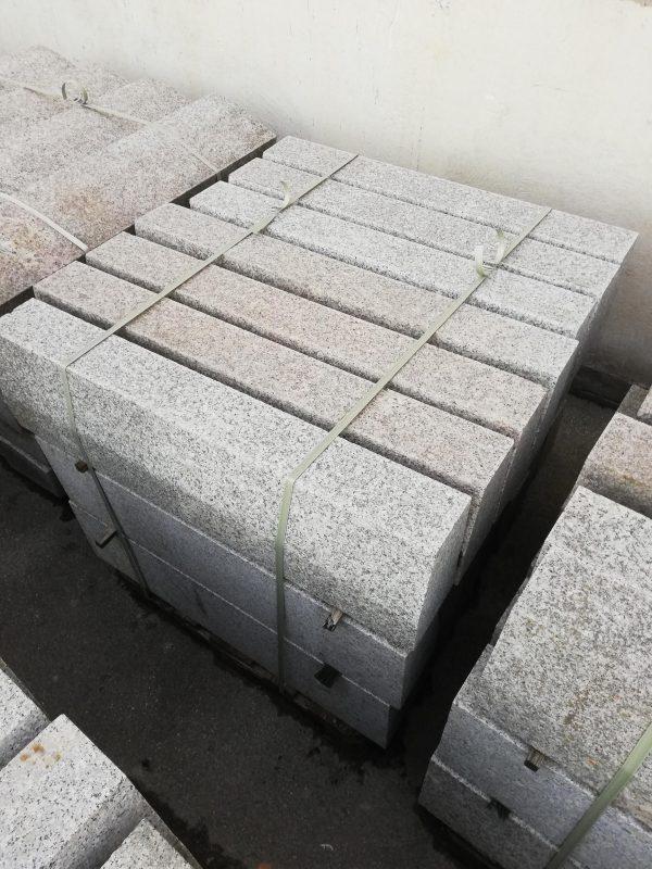 Granito bordiūrai 80-120x15x25cm, šviesiai pilki www.ponasakmuo.lt