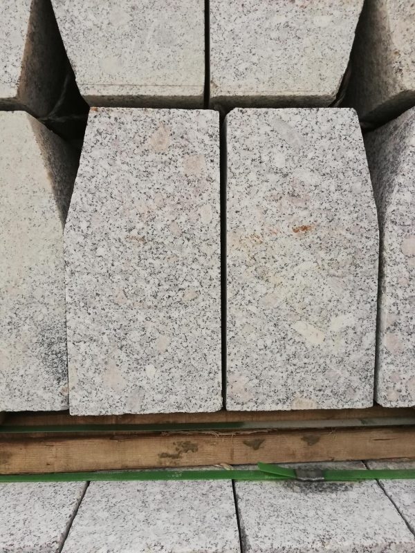 Granito bordiūrai 80-120x15x30cm, šviesiai pilki www.ponasakmuo.lt
