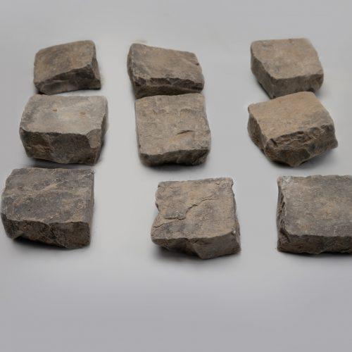 Skeltos bazalto trinkelės 10x10x5 cm, juodos www.ponasakmuo.lt