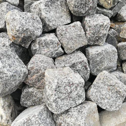 Skeltos granito trinkelės CARDINAL 10x10x10cm, pilkos www.ponasakmuo.lt