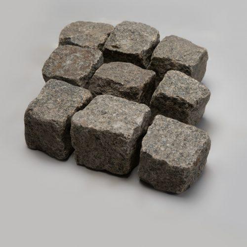 Skeltos granito trinkelės 10x10x10 cm, pilkai žalios www.ponasakmuo.lt