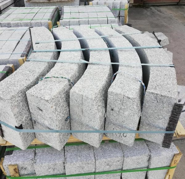 Granito bordiūrai 100x15x30cm, lenkti www.ponasakmuo.lt