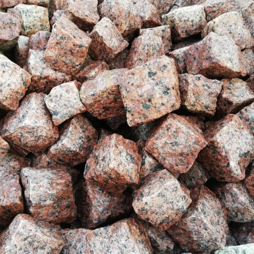 Skeltos granito trinkelės MAPLE RED 5x5x5 cm, margos www.ponasakmuo.lt