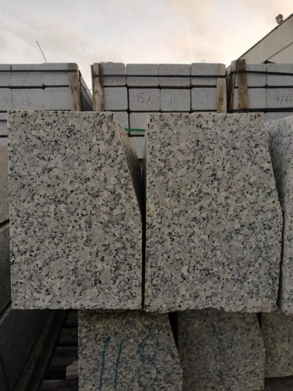 Granito bordiūrai 80-120x15x22cm, šviesiai pilki www.ponasakmuo.lt